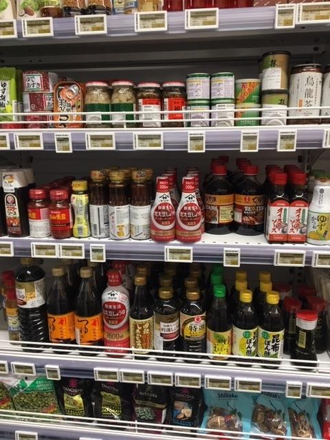 カタールのショッピングモール内のスーパーの日本食