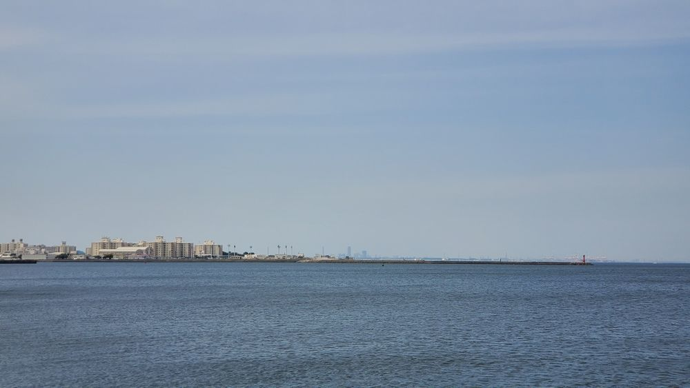 うみかぜ公園から見た海や横須賀の街