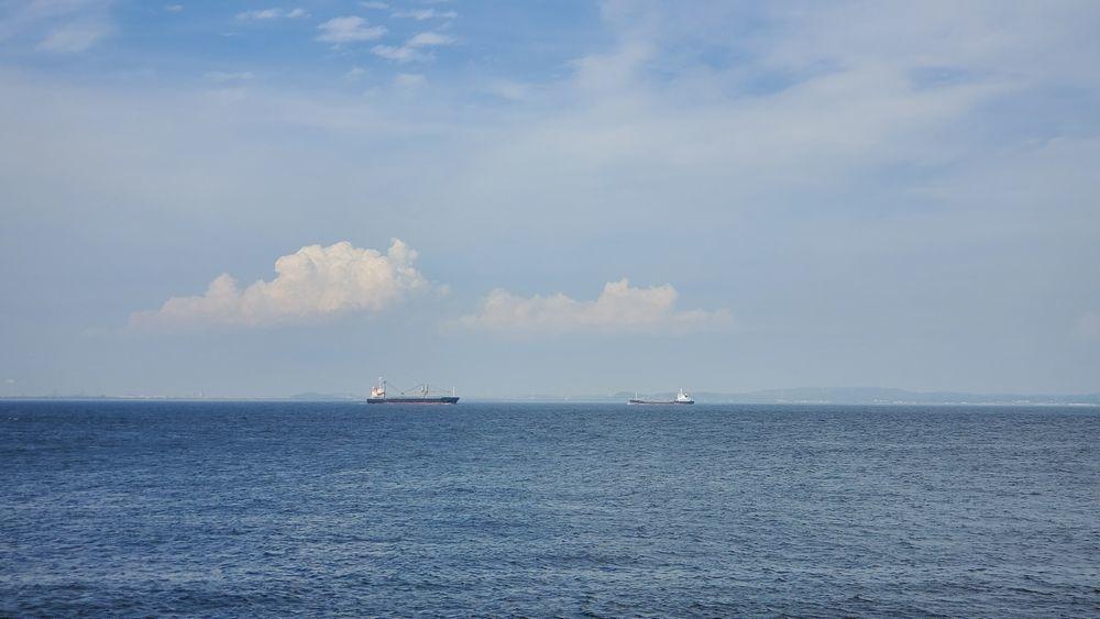 観音崎から見た海と空