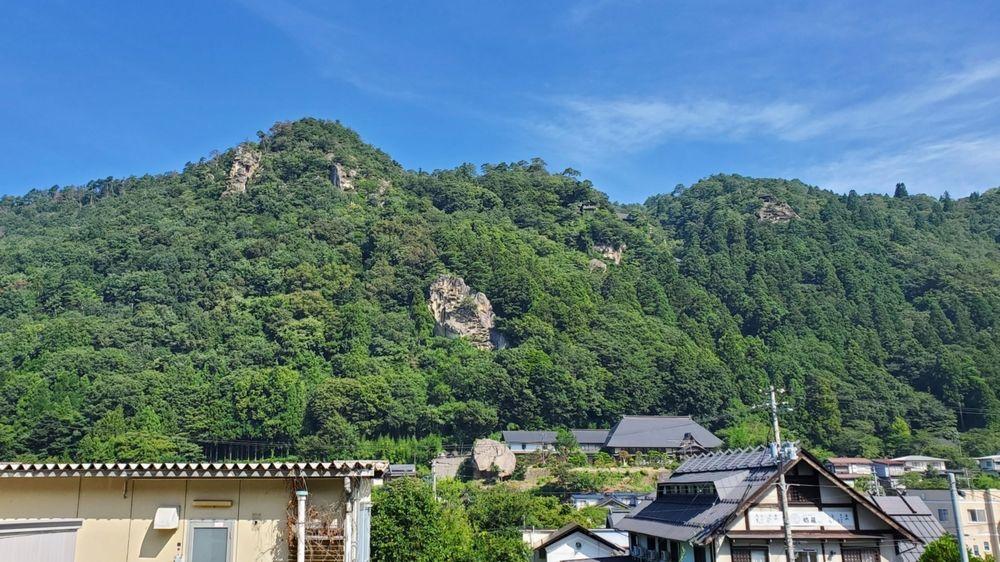 山寺駅ホームから見た景色