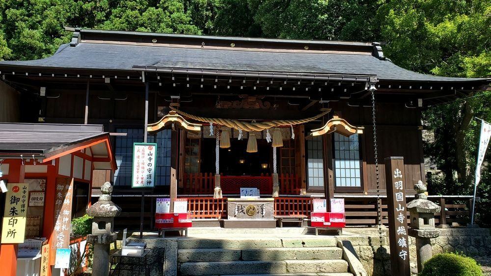 山寺日枝神社の社殿