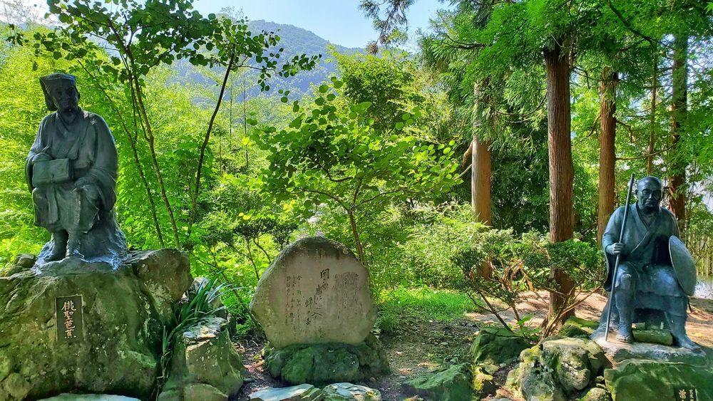松尾芭蕉と河合曽良の像
