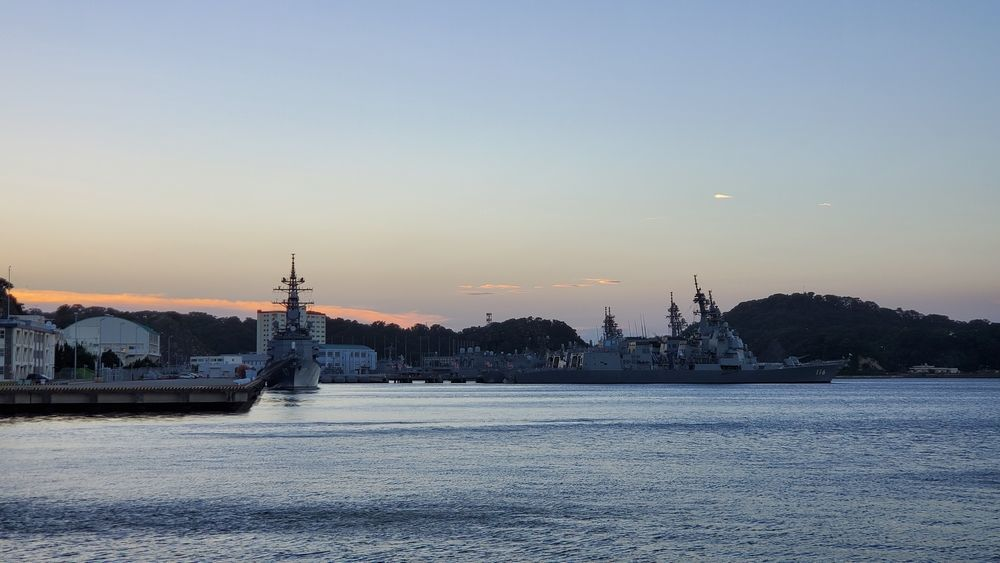ヴェルニー公園から見た海上自衛隊横須賀基地