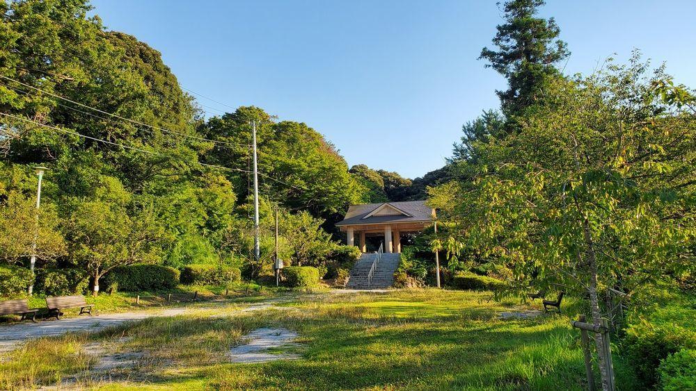 塚山公園・中央広場の休憩所