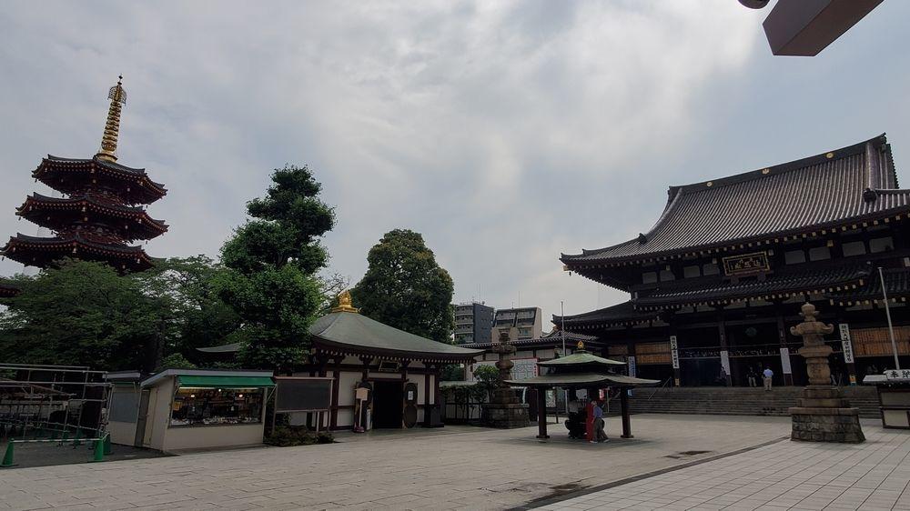 川崎大師 大本堂と八角五重塔
