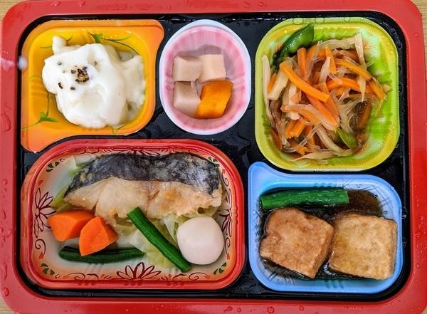 白身魚の味噌焼きと野菜の煮物の完成品