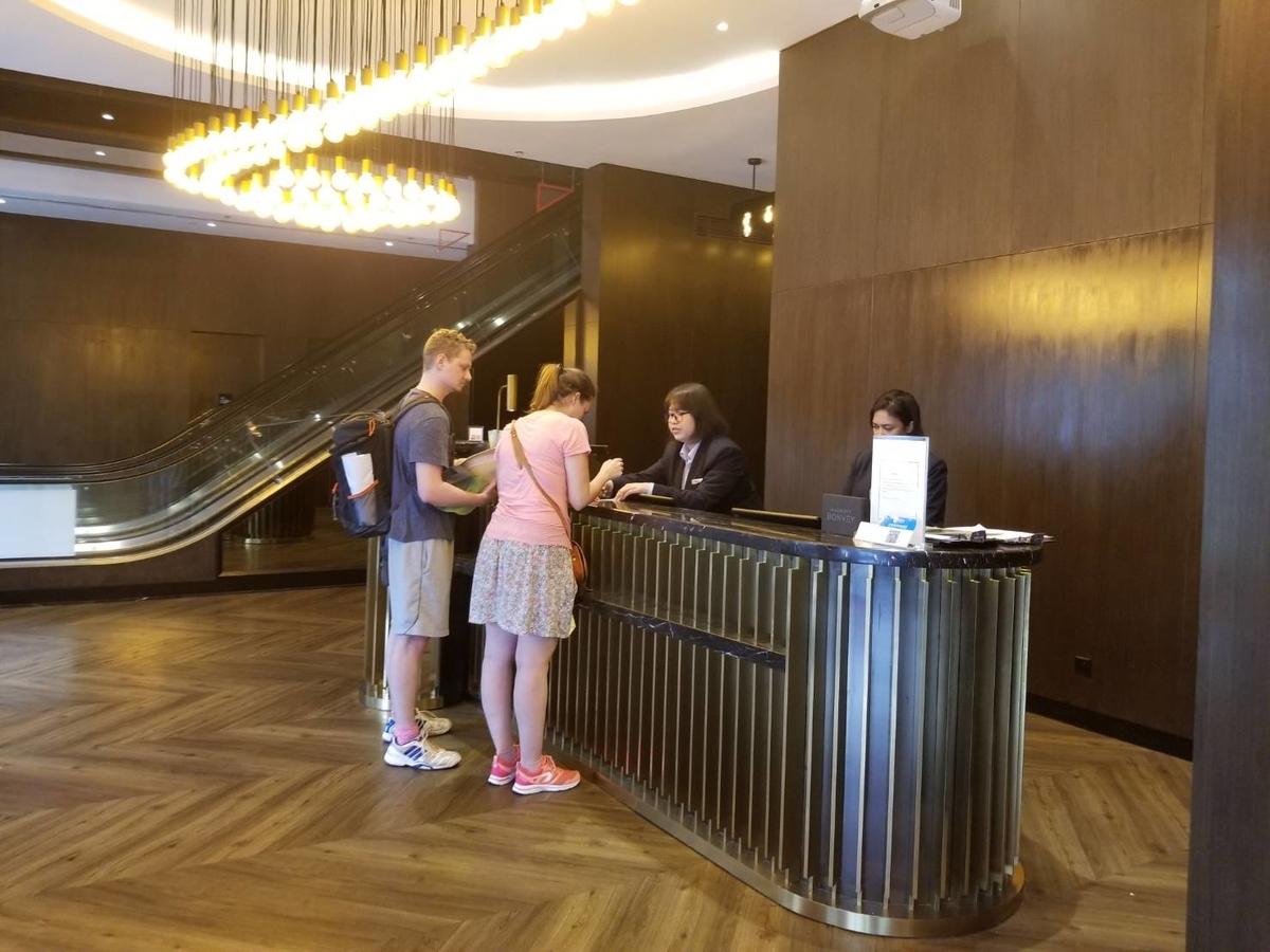 ストライプスホテル レセプション