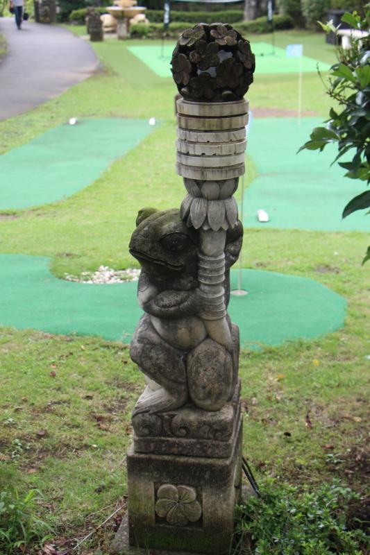 カエルの銅像