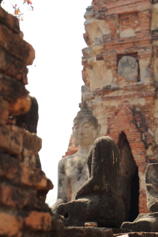 頭のない仏像