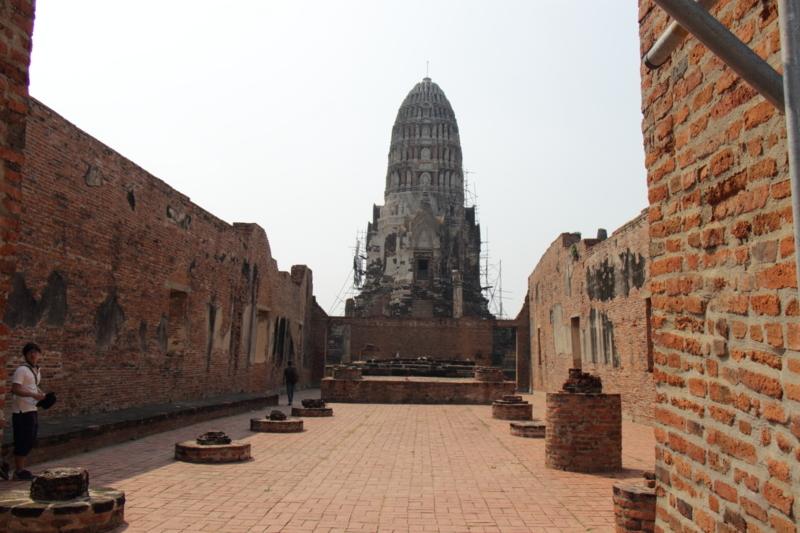 大きな遺跡内の建物