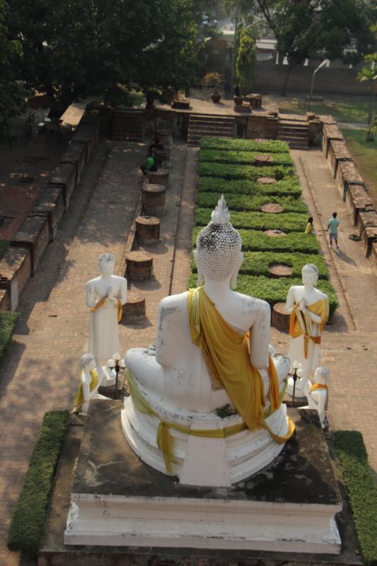 塔からの仏坐像を見る