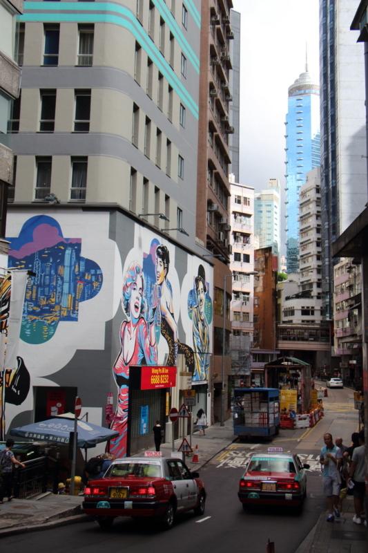 マリリンモンロー & オードリヘップバーン&チャーリーチャップリンの壁画