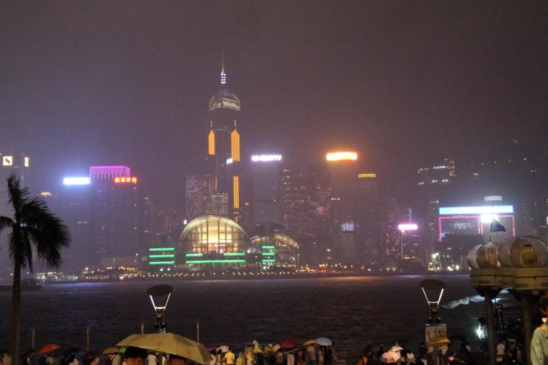雨が降る香港