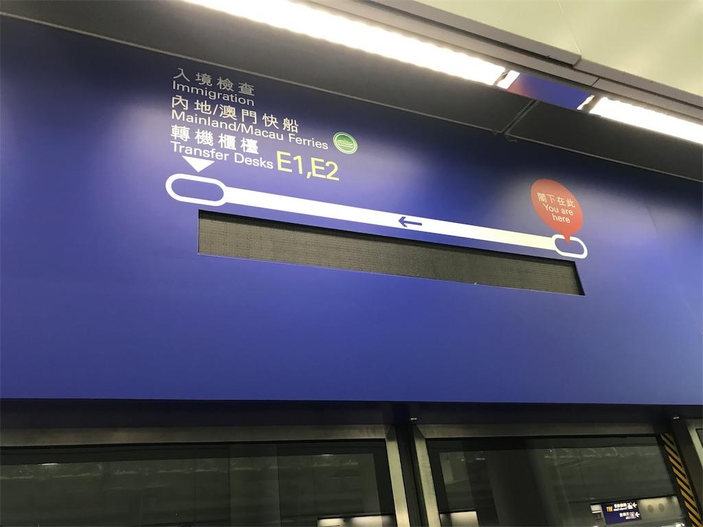 駅ホームの画像