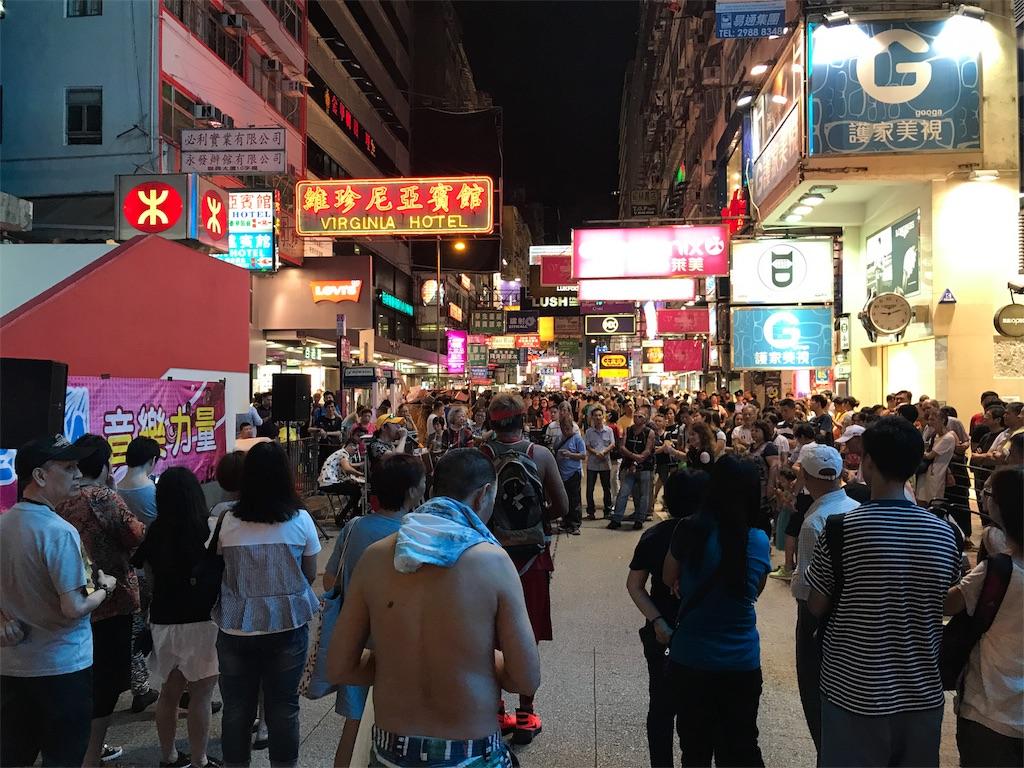 賑わう香港市内