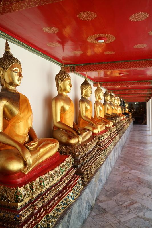 金の坐仏像