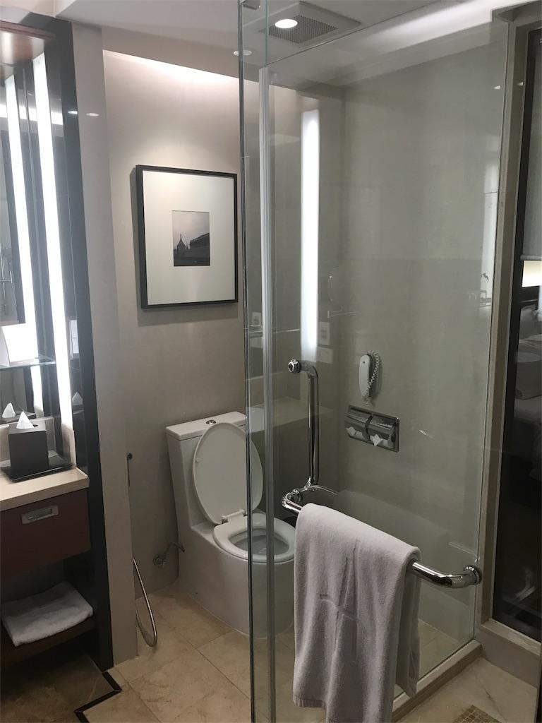 シャワー室とトイレ