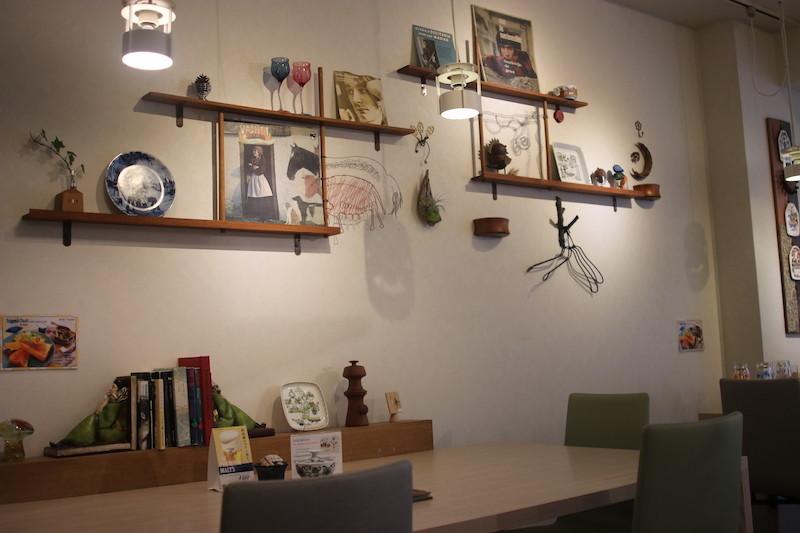 cafe 塔の下 店内
