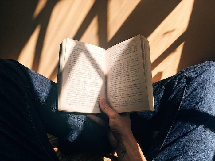 読書する姿