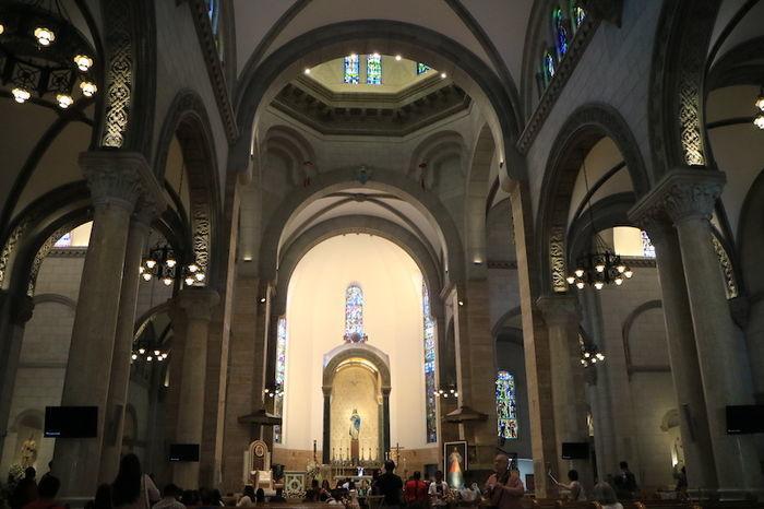 マニラ大聖堂内の様子