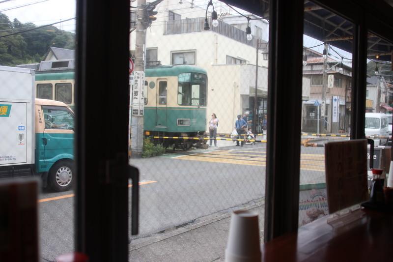 長谷食堂からの江ノ電