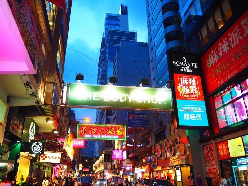 雑多なネオンが輝く国「香港」写真を通して1泊2日の擬似旅行を体験してみよう