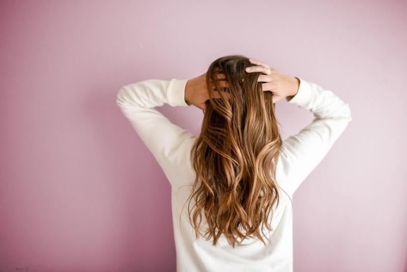 シャンプー、コンディショナーだけでは髪へのケア不足