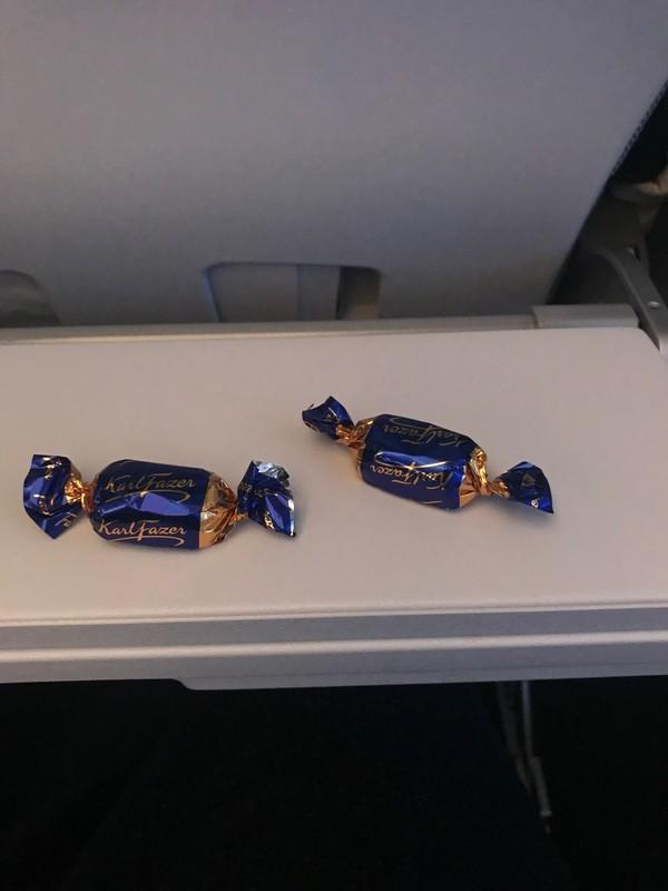 フィンエアーAY42での機内食サービスの様子