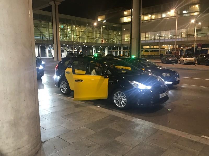 空港からバルセロナ市内へタクシーで行く場合