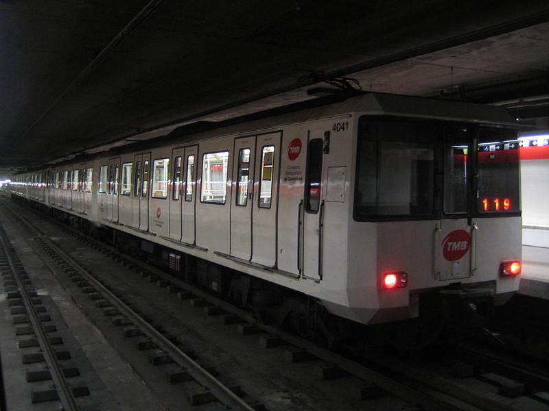 空港からバルセロナ市内へ地下鉄で行く場合