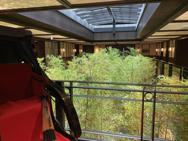 京都悠洛ホテルMギャラリーのホテルフロント付近