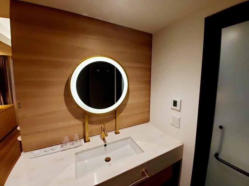 ニッコースタイル名古屋のデラックスキングルームのバスルーム・トイレ