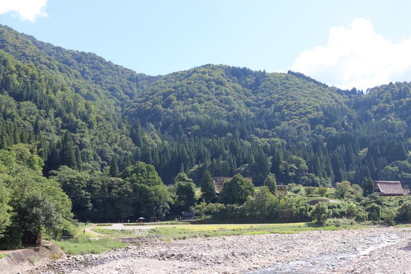 世界遺産「白川郷」をのんびり自然を見ながら歩いてみよう