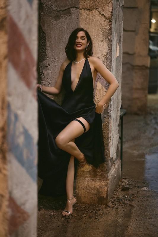 謎のボンドガール的存在の美女「パロマ」