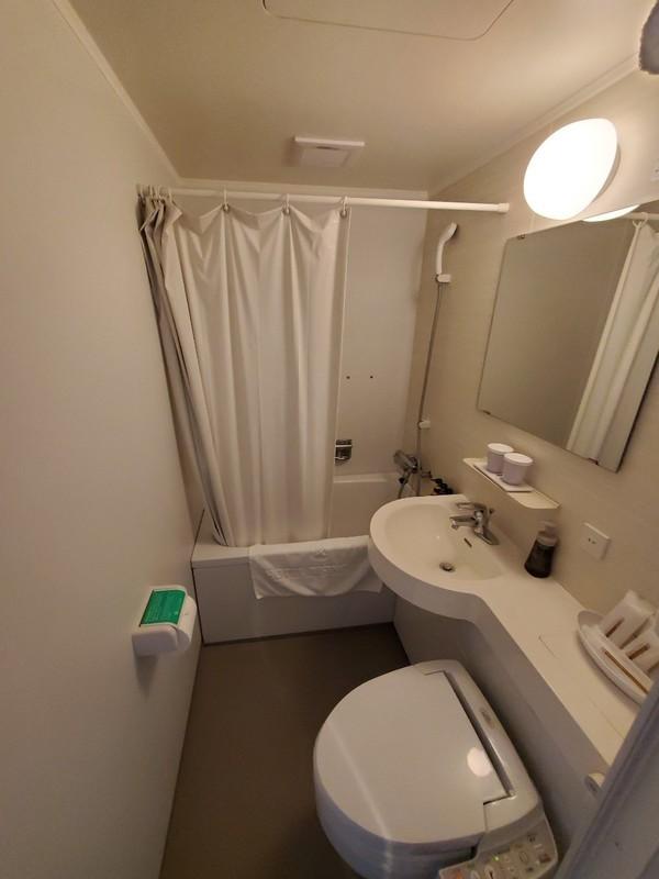ホテルライジングサン宮古島のバスルーム・トイレ