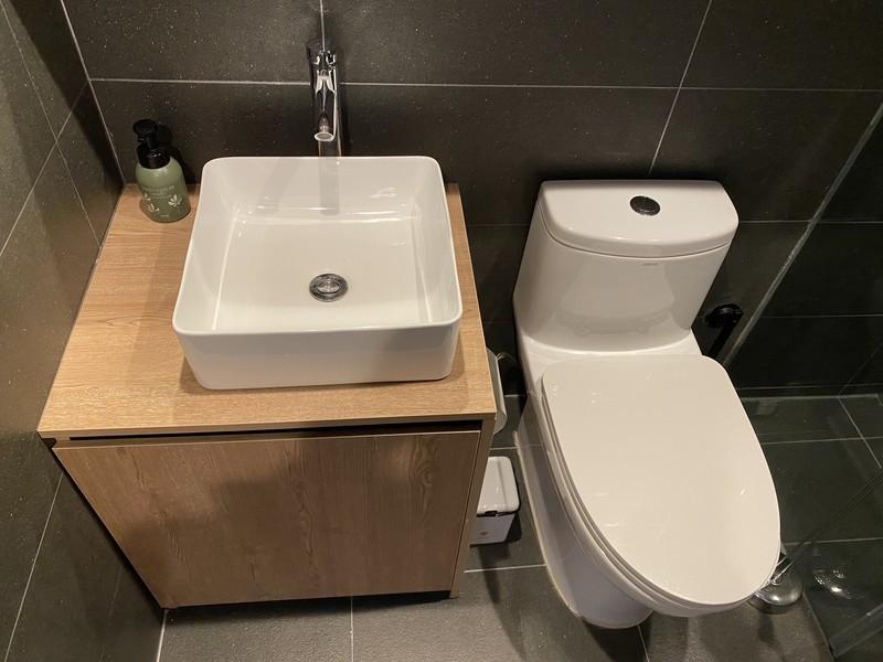 リゾートコテージ タンディガタンディのコテージ左の棟(バスルーム・トイレ)
