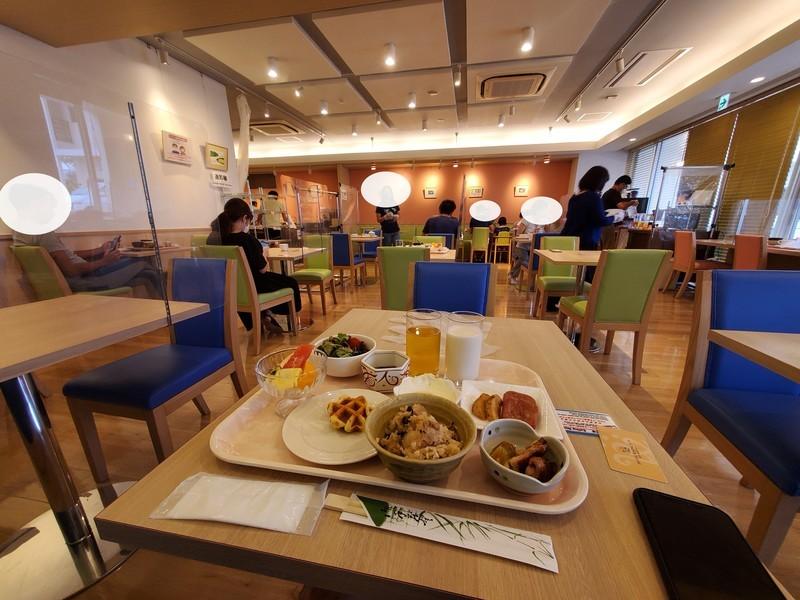 ホテルライジングサン宮古島の朝食会場様子