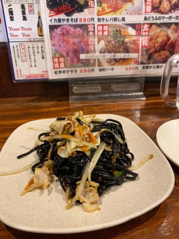 沖縄宮古島で行って欲しいおすすめの居酒屋「あかがーら」イカ墨焼きそば