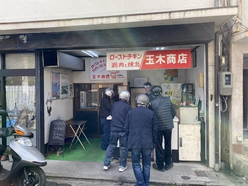 「しおまち商店街」にある「玉木商店」人気で売り切れになるローストチキン