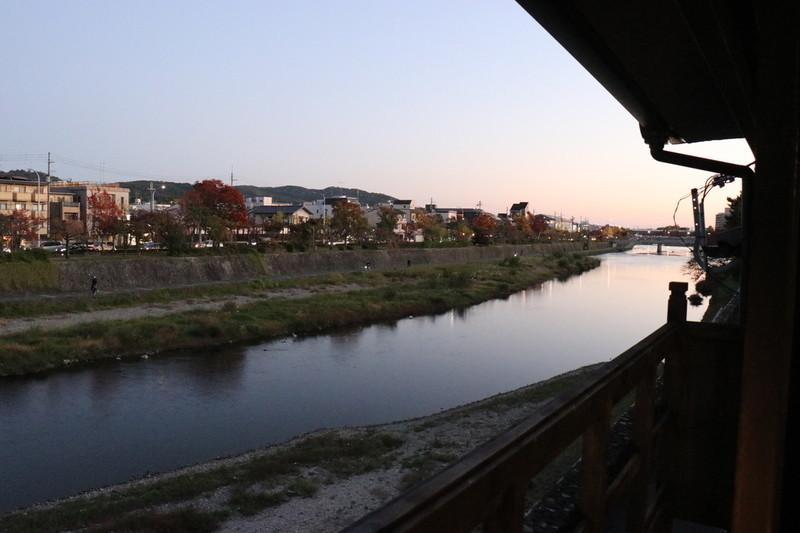 京町家 八重家といち町の2階お部屋から鴨川の様子
