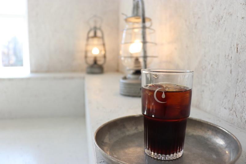 Walden Woods Kyoto映える2階スポットのでの写真撮影方法②ランタンとコーヒーセット