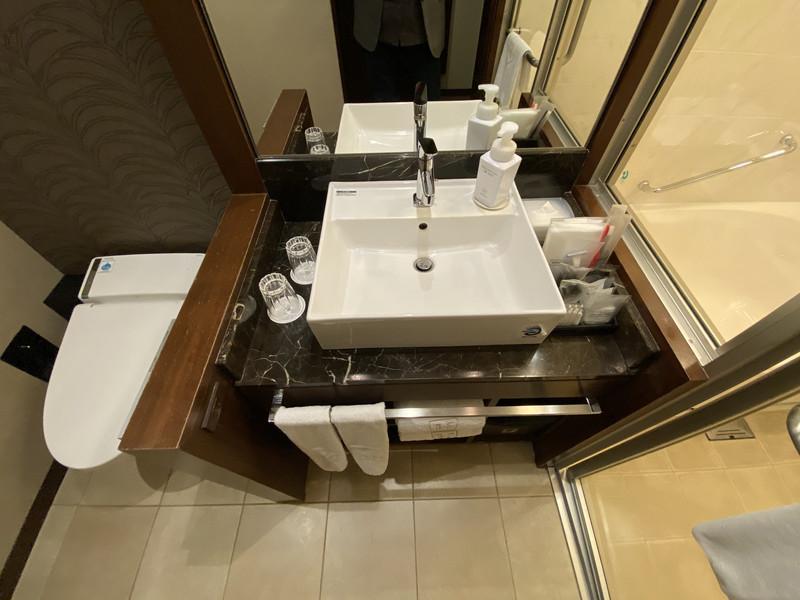 ザロイヤルパークホテル福岡 スタンダートツインルームのバスルーム・トイレ