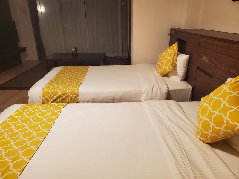 ホテルサンセットヒル パーシャルオーシャンビューツインのベッドルーム