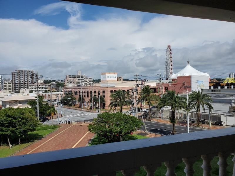 レクー沖縄北谷スパ&リゾート プレミア棟のデラックスプレミアムルームのバルコニー