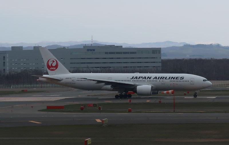 新千歳空港 JAL 777-200 JA8979