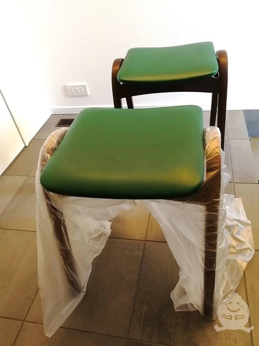 プチリフォーム前の椅子「NO.202」の座面が緑の画像