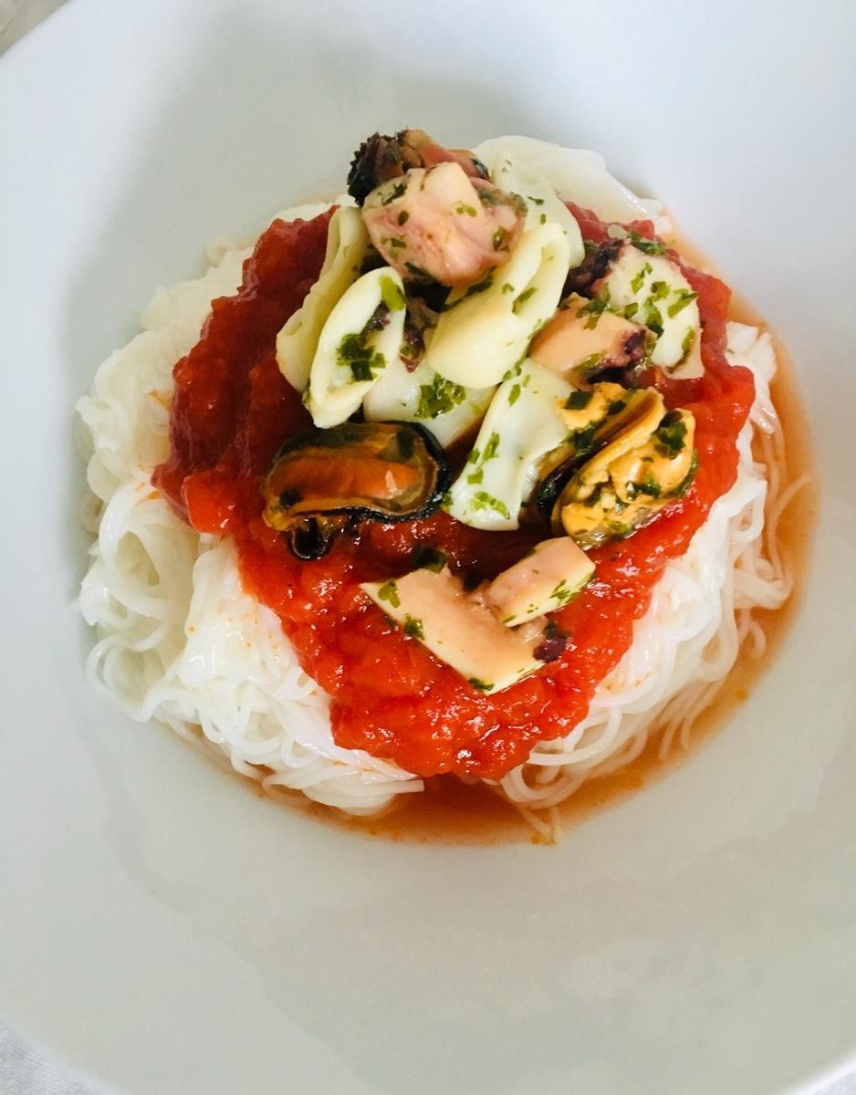 トマトとバジルのシーフード冷製ソーメン