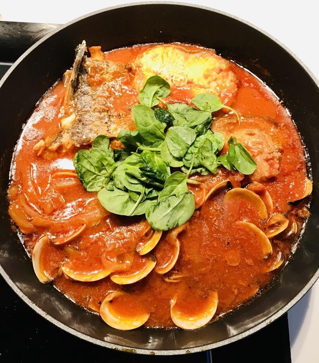 白身魚とハマグリのトマト煮