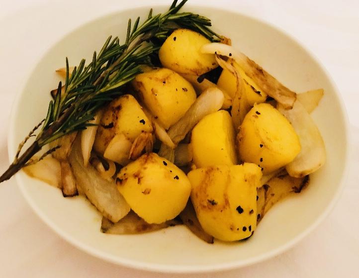 ジャガイモと玉ねぎのガーリックオリーブオイル炒め