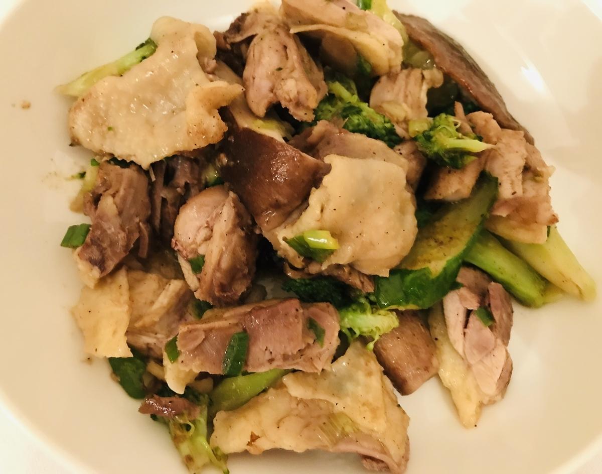 台湾屋台飯, 鶏肉としいたけときゅうりとブロッコリー炒め